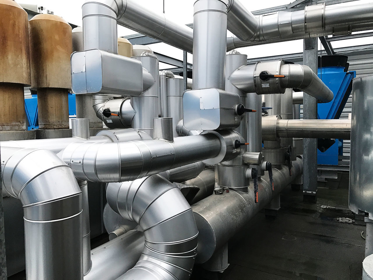 Air conditioning and heat pump with piping of air conditioning Air Conditioning Cold Aggregates Cold Bearer Cold Means Cold Steam Cold Steam Arrangement Compressor Day Emergency Disconnection Heat Pump Piping Pump Raw Management Refrigerant Plant Refrigerator Surroundings Temperature Temperature Warm Bearer Warm Pump