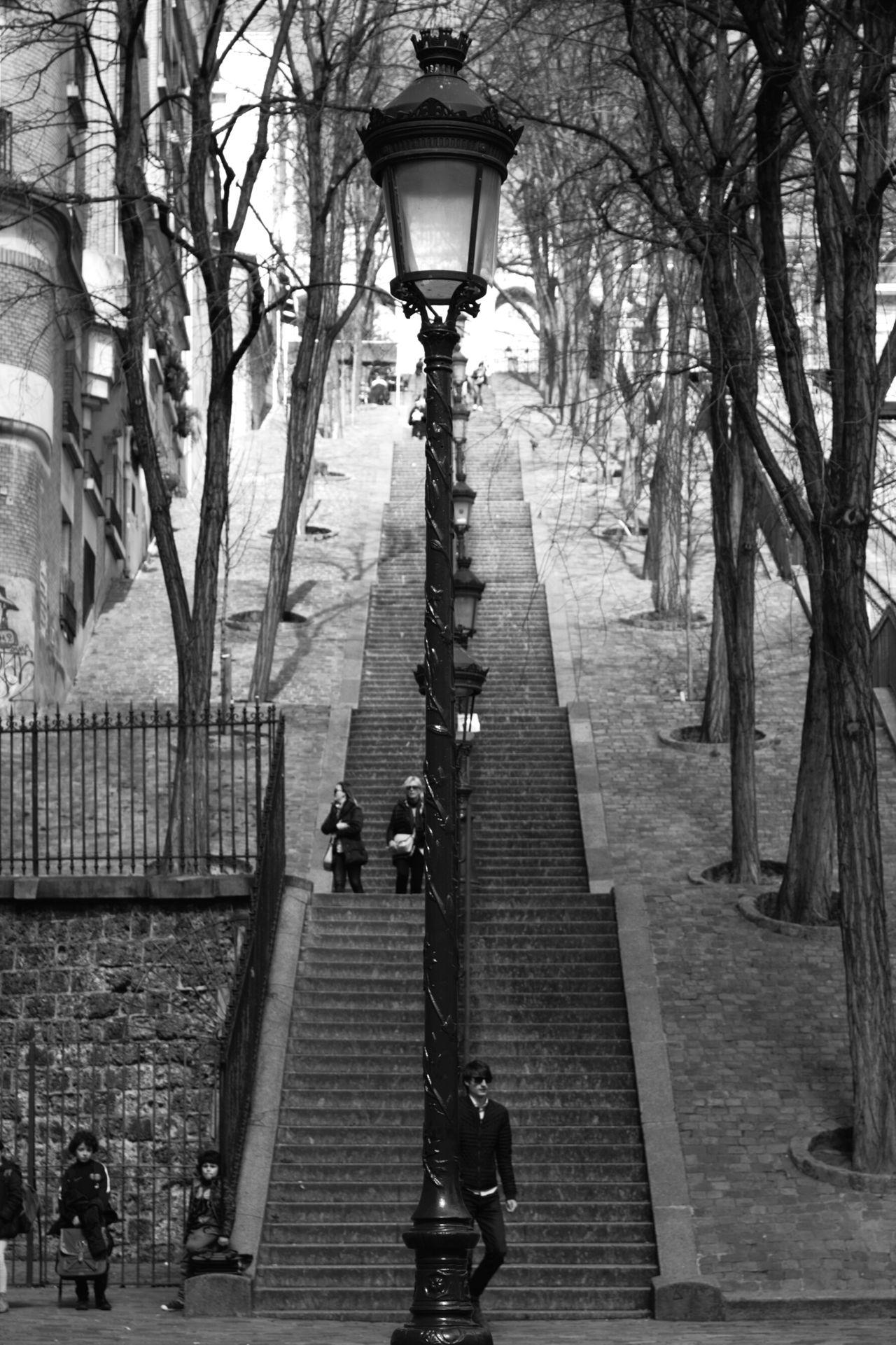 Paris Apprendre La Photo From My Point Of View Love Photography Passion Canonphotography Paris Je T'aime Capture The Moment Noir Et Blanc MONTMARTRE , PARIS Montmartre Street Les Marches De Montmartre Photo Intemporelle Imperfection Parfaite