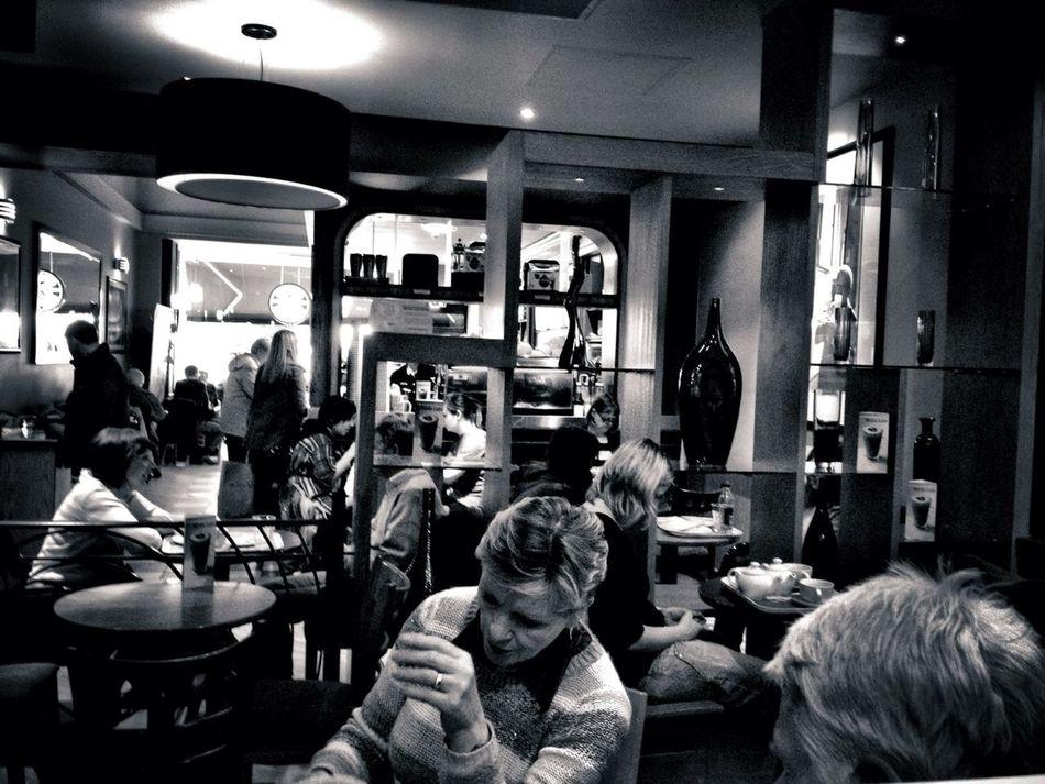 Coffee break in Costa on Castle Street