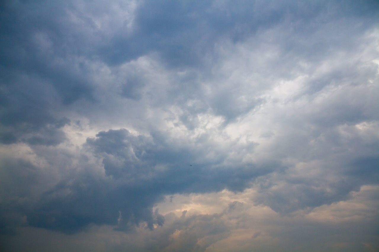 nature, beauty in nature, cloud - sky, sky, atmospheric mood, tranquility, scenics, backgrounds, sky only, cloudscape, low angle view, no people, full frame, outdoors, day