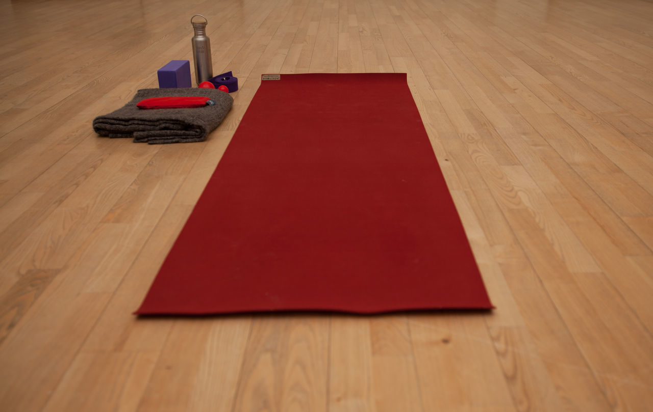 Floor Hata Yoga Healty No People Ready Red Soul Soul Searching Sport Training Work Out Yoga Yoga Magic Yoga Mat Yoga Practice Yoga Ready Yoga Space Siddhi Yoga Teacher Training Class Yoga Training Yogaeverydamnday Yogatime