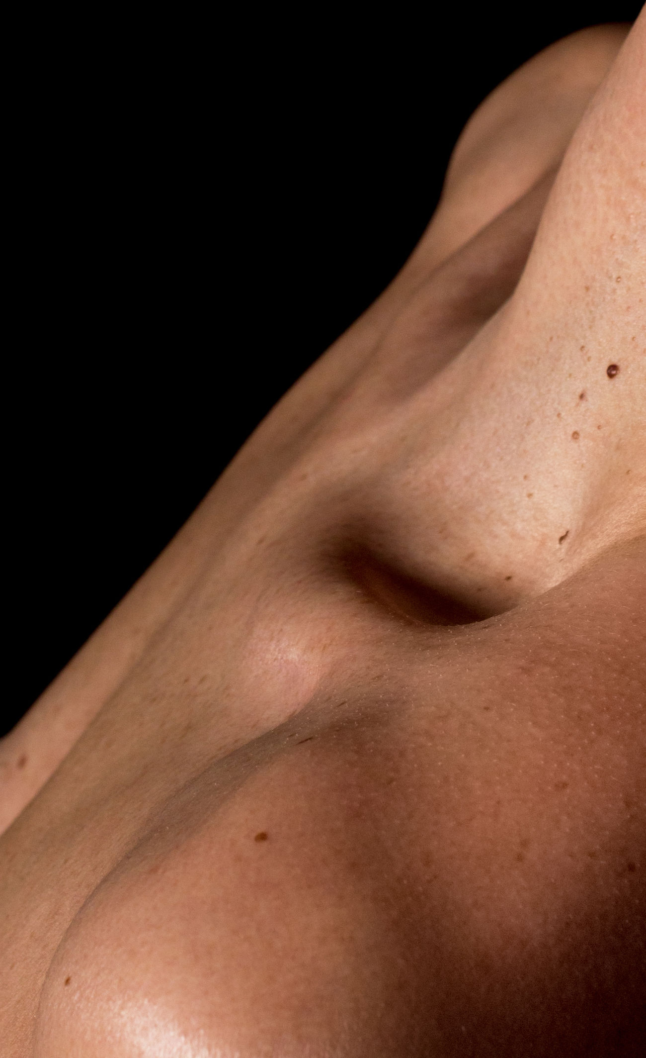 Bodydetail Clavical Close-up Detail Nudeclavical Nudeneck Nudescapula Nudeshoulders Part Of Shoulders Skin Womanchest Woman Lentiginesskin Neck Nudeartphotography Nudeskin Nudesillhoutte
