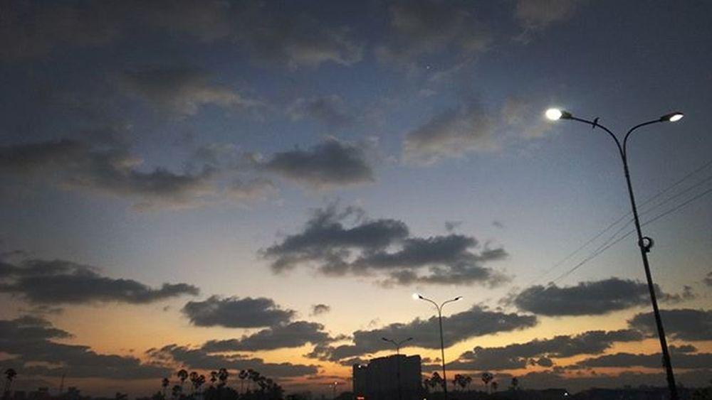 Goodmorning Sunrise_sunsets_aroundworld Sunrise Bright Colourfully Glittering Sky With Clouds Cloudscape With Nokia  Lumia 1520 Nokialumia1520 Lumia1520 Nice