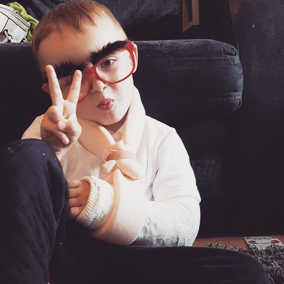 Even with a broken arm, he can strike a pose!!! ✌😚💕💕 Nephew  Thisguy Threeyearsold Brokenarm Accident Lovehim Clumsy  Crazykid Coolkid
