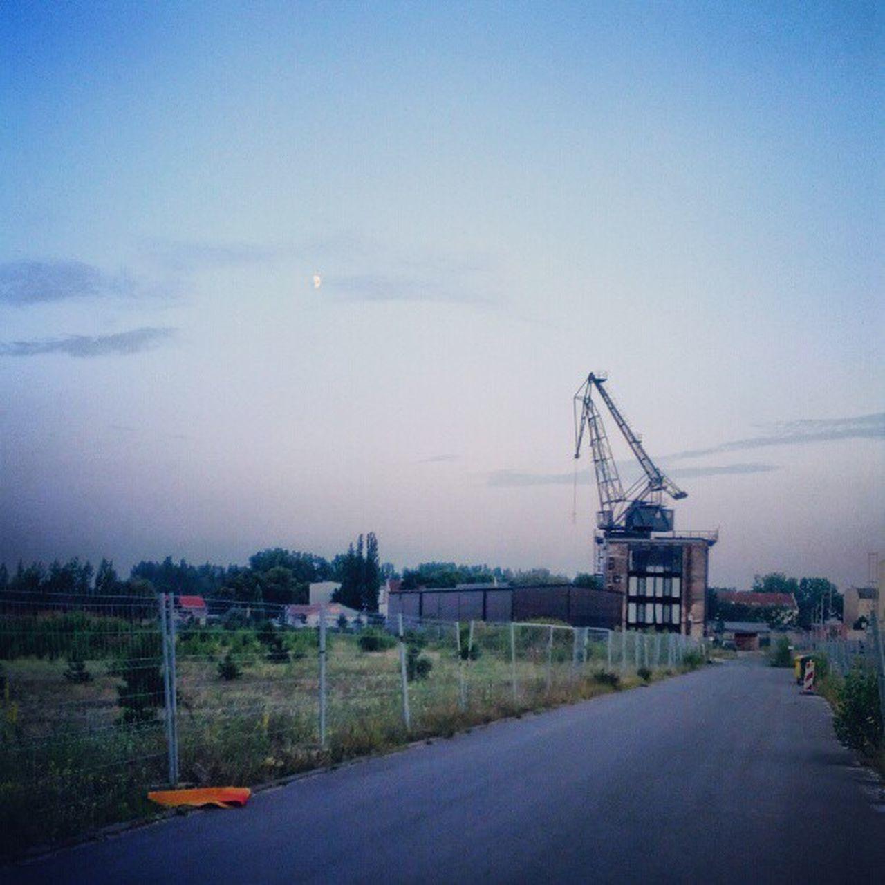 I want to join #team_craneaddicted - kann ich mitspielen maitre_b? #crane #moon #skyporn Crane Skyporn Team_craneaddicted Moon