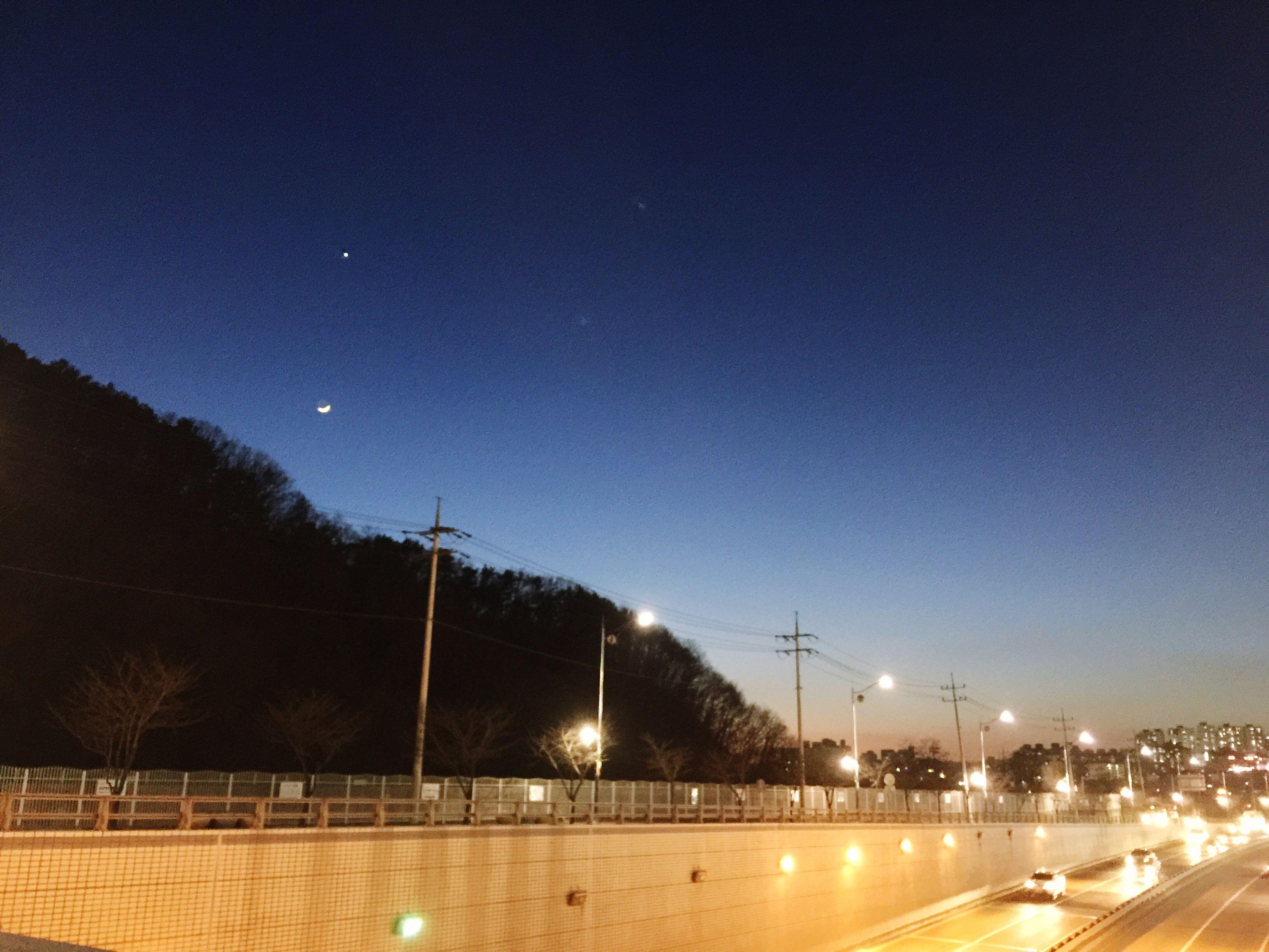 2015.03.22 Crescent Moon Seems Like Nail 🌙