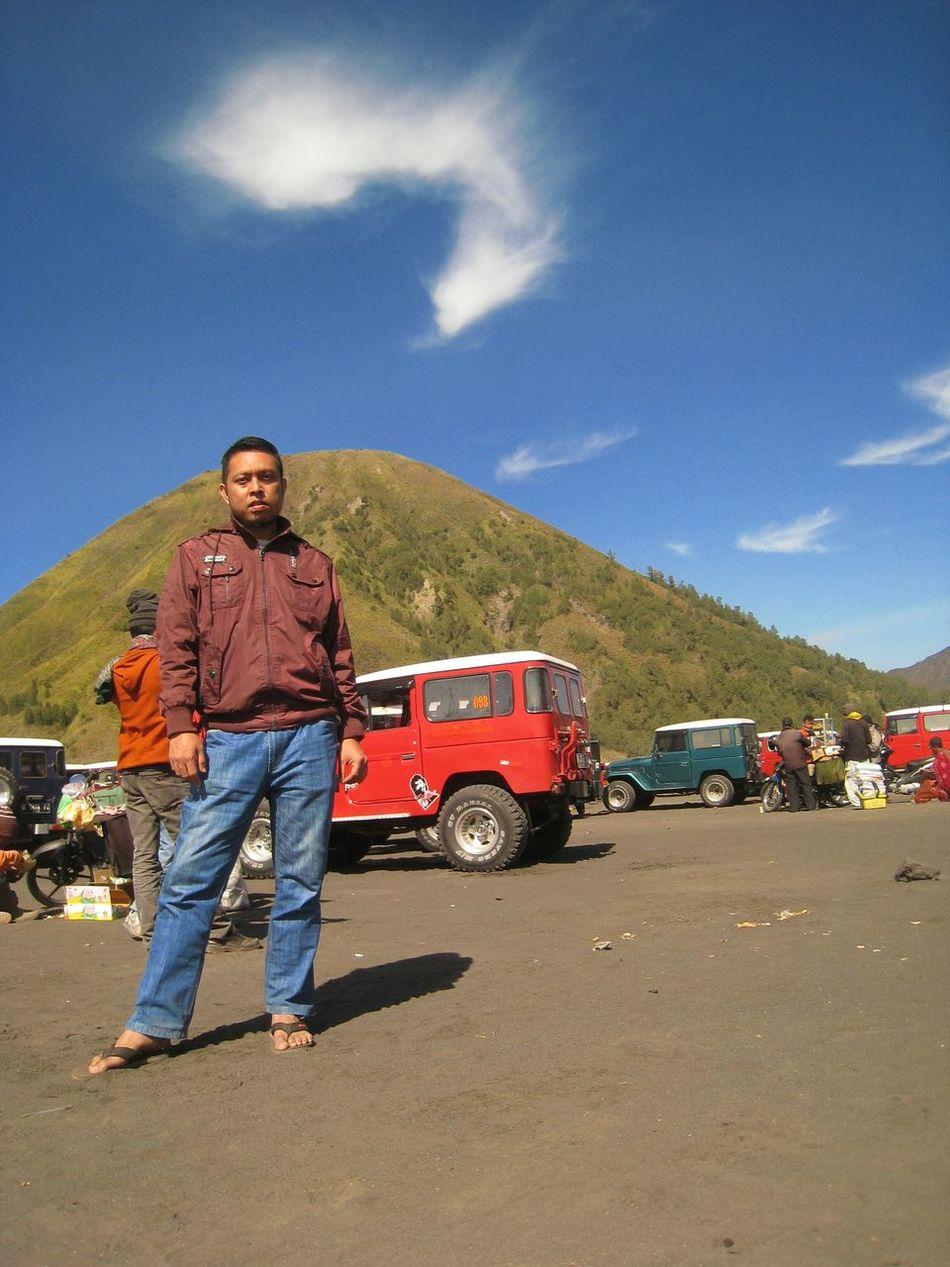 Gunung bromo.. Bromotrip Walking Around Bromo Mountain View Gunungbromo INDONESIA Tengger Enjoying The Sun Traveling Travelling
