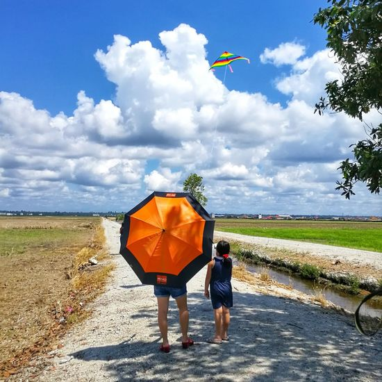 Glee Paddy Field Mom And Daughter Kite Flying Clouds And Sky EyeEm Ready   EyeEm Ready   EyeEm Ready