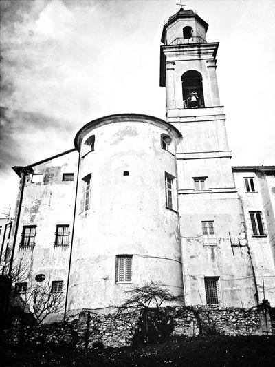 Praying Church Black And White Genova