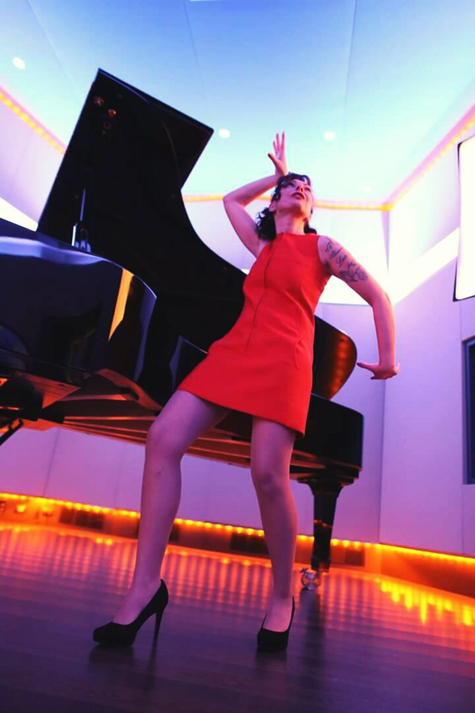 Piano Moments Twiggy  One Woman Only Model Italian Model Piano Sixties Rock'n'Roll Music Dance Red Recording Studio Glamour Women People