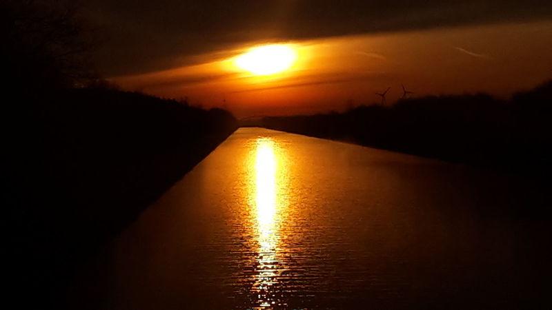 Morgenrot am Mittellandkanal in 31718 Pollhagen