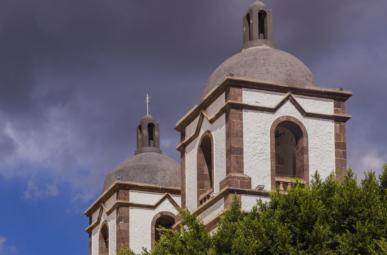 Building Church Cloudy Day Colonial Architecture Place Of Worship Towers Towers And Sky Torre Iglesia Contrast Architectural Feature Architecture
