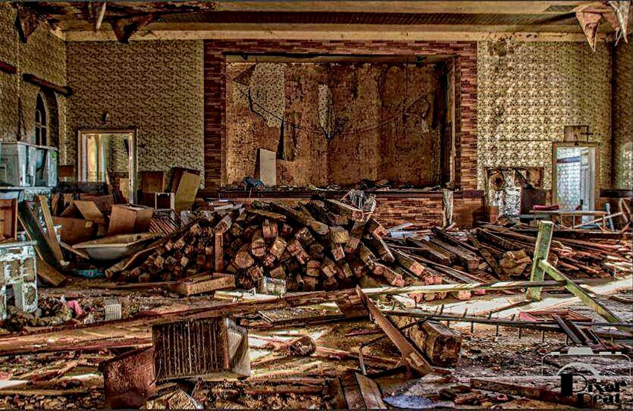 Pixelpeat Phptographer Canonphotography Canon Abandonedjunkies Lostplace Old Shed Eys Hdr Photography HDR Abandoned_junkies Abandoned Lostplacesgermany No People Architecture Indoors  Kinosaal Rusty