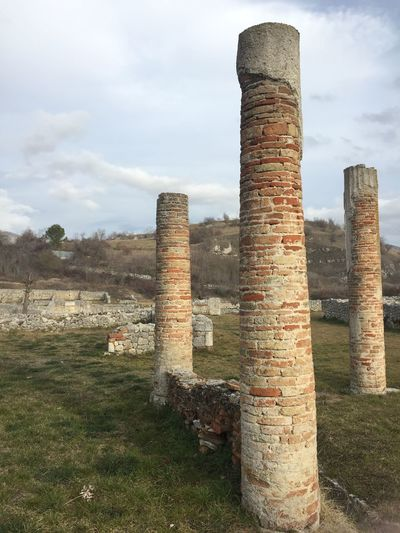 Massa d'Albe, Italy - December 26, 2017: Alba Fucens Roman remains. Ancient Italic town occupying a lofty location (1,000 m) at the foot of the Monte Velino, north of Avezzano, Abruzzo Abruzzo Ancient Archaelogical Excavations Archaeological Site Archaeology ArcheologicSite Archeology Architecture Italia Remains Ruins Tradition Alba Fucens Archaeological Archaeological Sites Archeological Complex Archeological Site Archeologie Column Culture Historic History Italian Italy Old