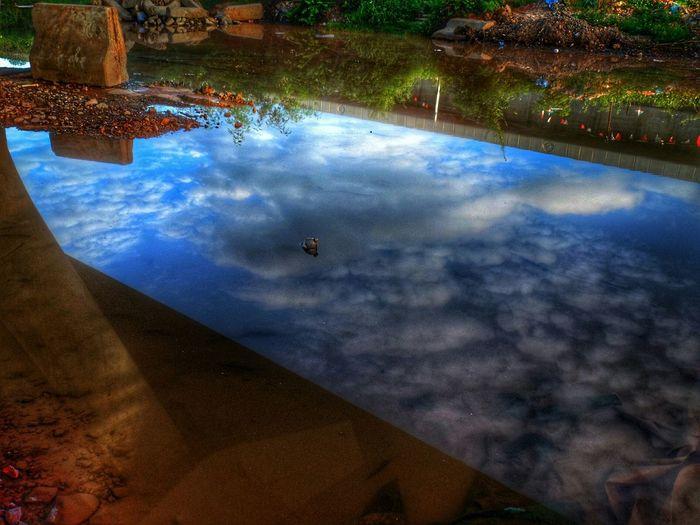 ผืนฟ้า กับแผ่นน้ำ