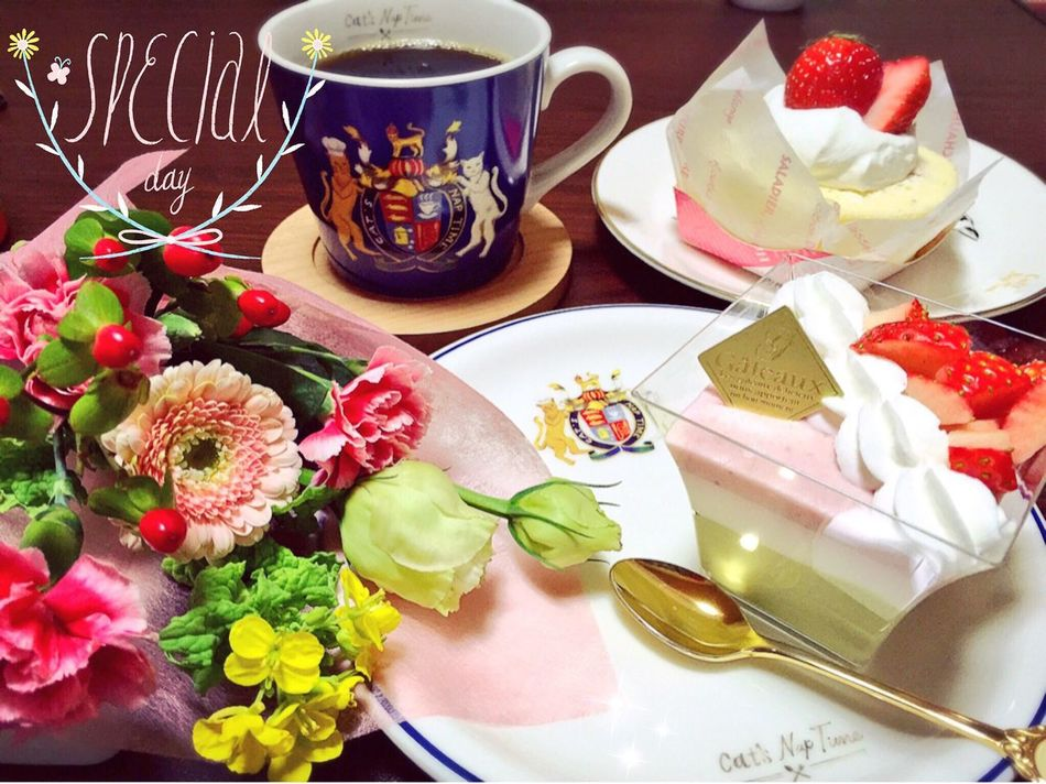 Flowers Flower Cakes Cake Strawberry Cake Strawberries Strawberry Coffee Coffee Time スイーツ ケーキ コーヒー