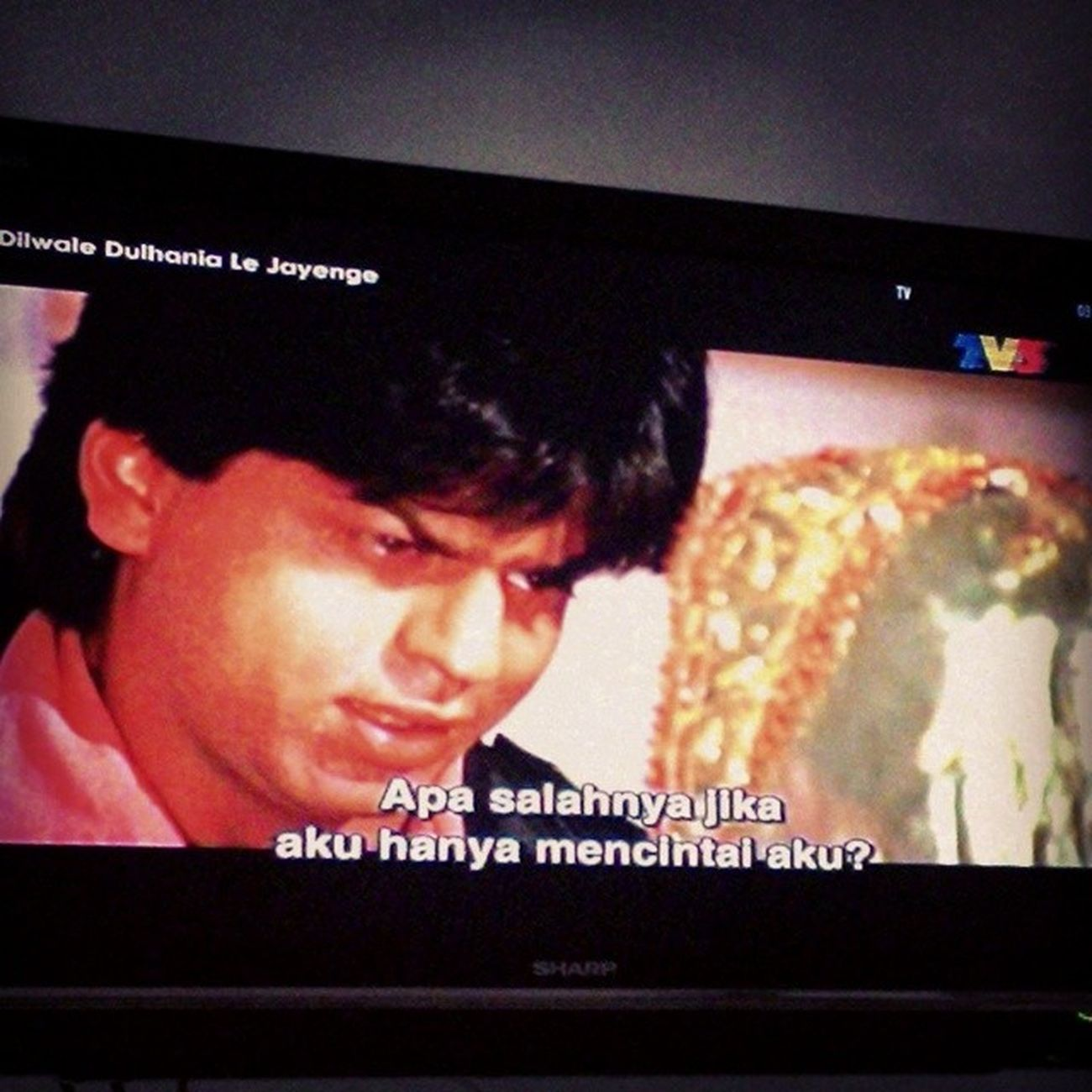 I hv watched this movie more than 20 times but i still love watching it. KingKhan Ddlj