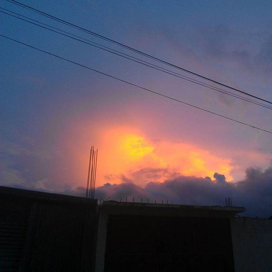 Creo que las nubes están en llamas!! Photo Picoftheday Picture Cool Vsc Español Fun Weird Instashot Shot Great Sky Nature Naturaleza Me Milkymilkymilk