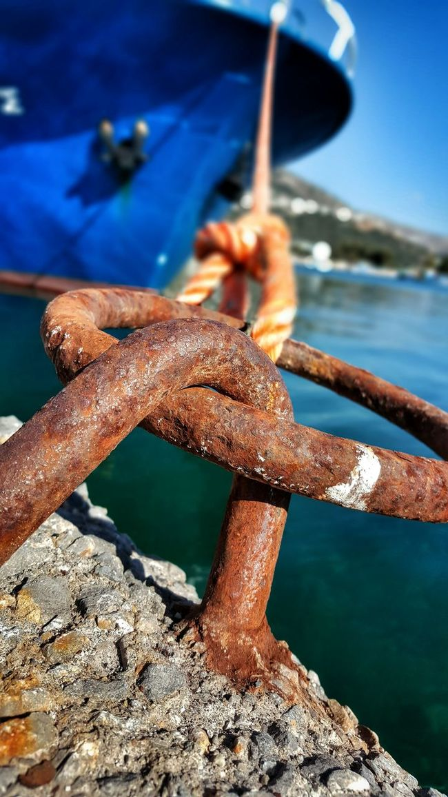 StillLifePhotography Still Life Rope Swing Ropeway Rope Vessel In Port Port Life Ship From My Point Of View Low Angle Shot Low Angle View Sunny Day Summer Views Summertime Close-up Selective Focus Focus On Foreground Malephotographerofthemonth Rusty Rustic Rusty Metal