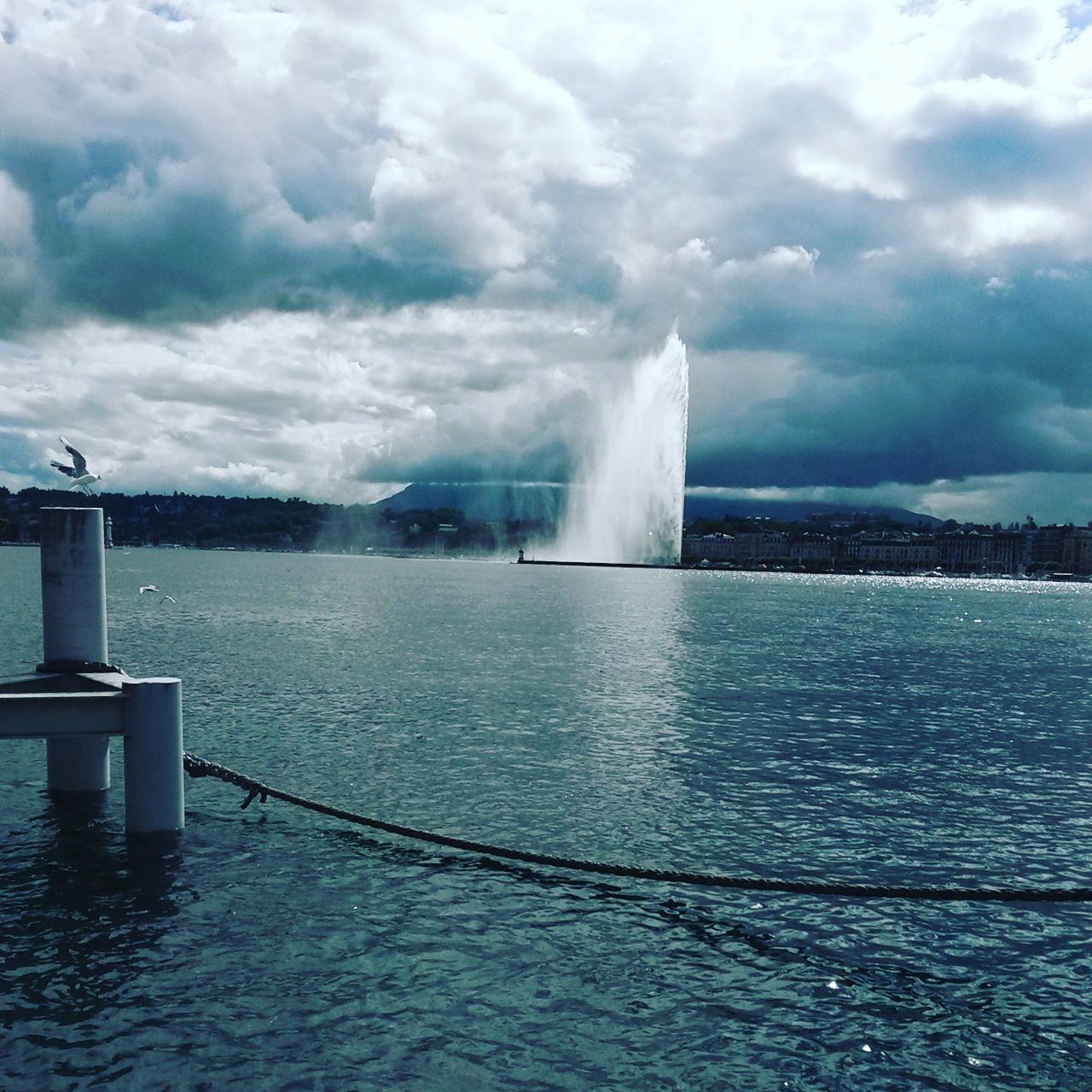 Ce jet d'eau est très puissant! Taking Photos Summer2016✨ EyeEm Best Shots EyeEm Gallery Lake Geneve Suisse