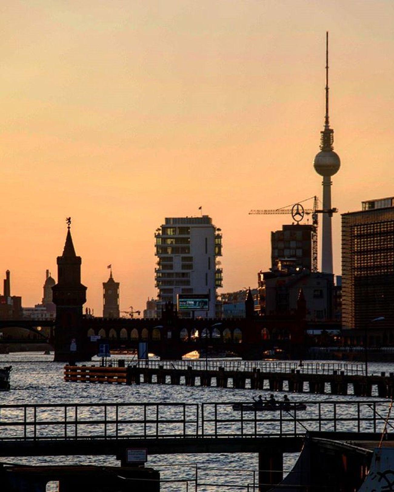 Germany Deutschland Berlin Oberbaumbrücke Oberbaumbrücke Oberbaumbridge Fernsehturm Fernsehturmberlin SpreeRiver Spree River Sunset