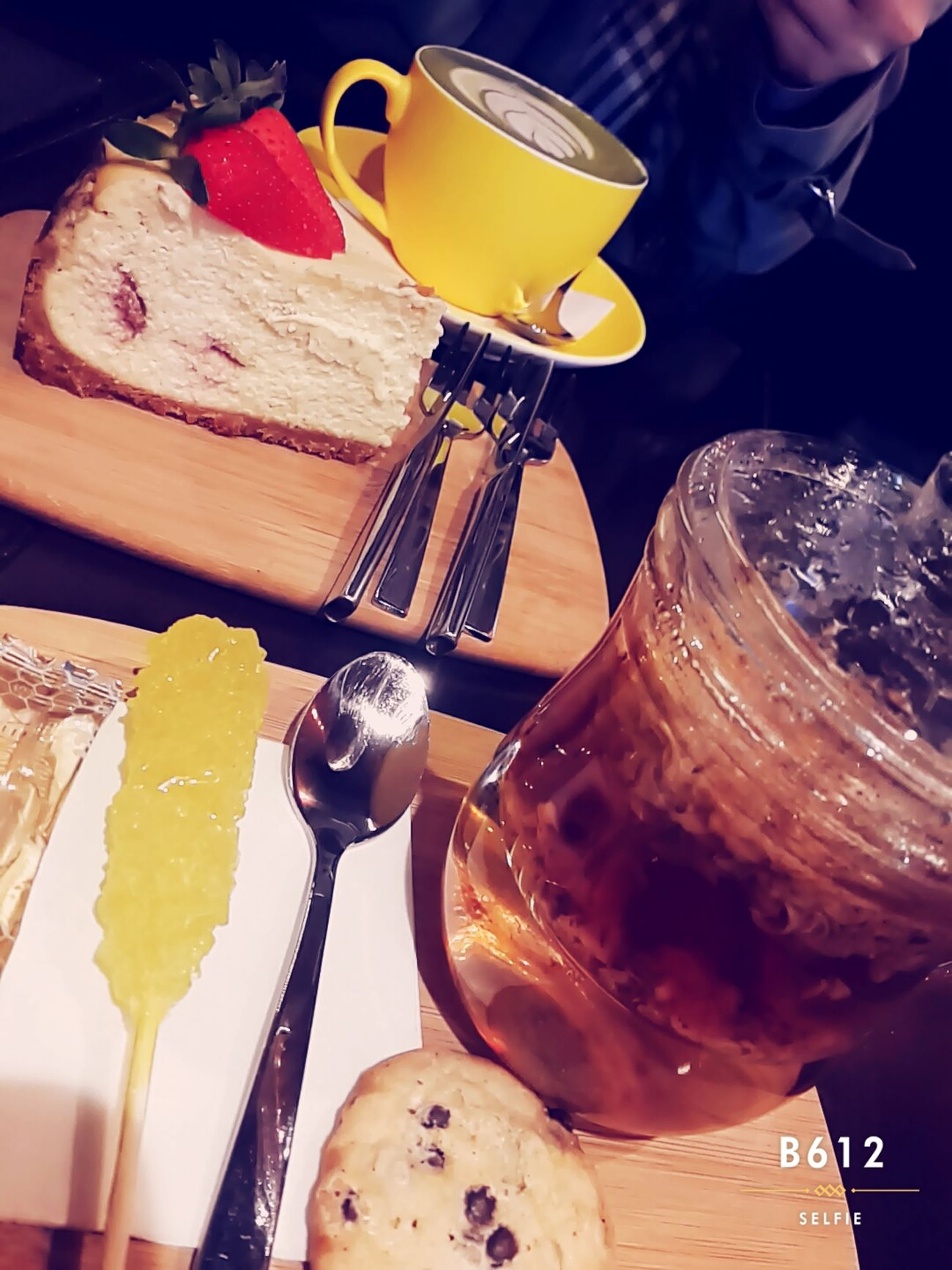 💙🌹 Hanging Out Taking Photos Enjoying Life Photography EyeEm Spring Is Coming  Nastaran Monocoffee Cheese Cake Tea Time Machalatte Popular Samsungphotography