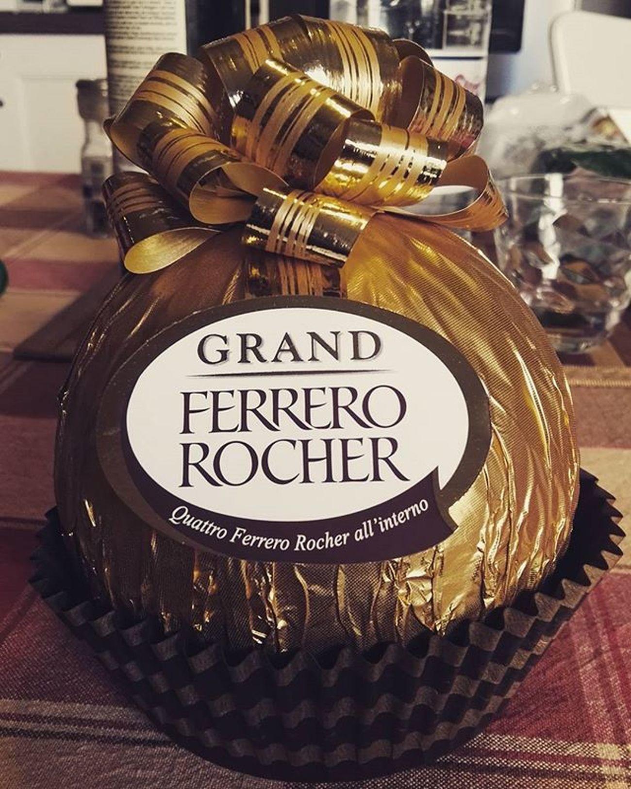 Ciaoni! Ciaoni Picoftheday Photooftheday Cioccolato Dolcé Foodporn Gnam Ferrero Ferrerorocher Dessert