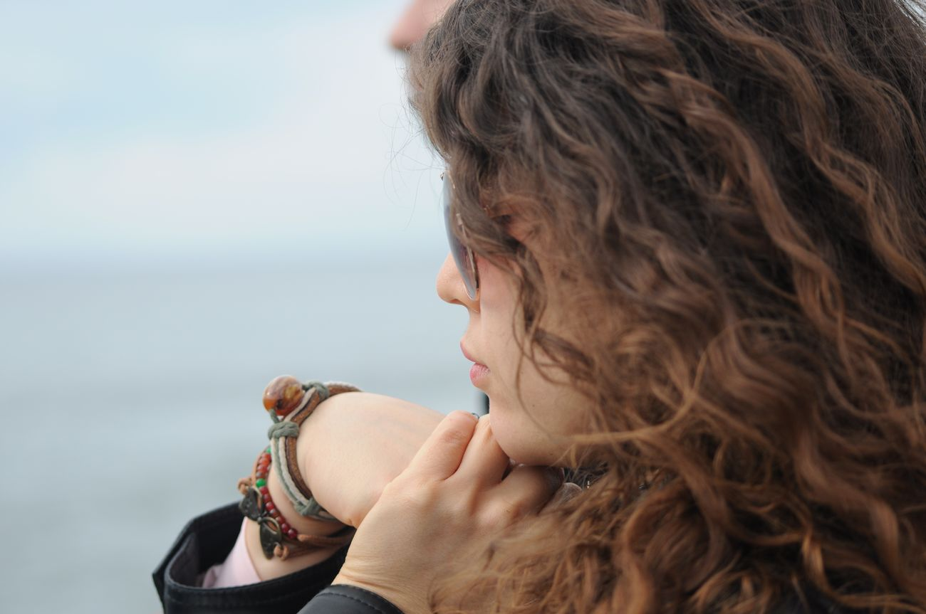 Bracelet ♥ Curly Hair ❤ Glasses👌 Girl Black Sky Blue Photo Alsancak Kordon Izmir
