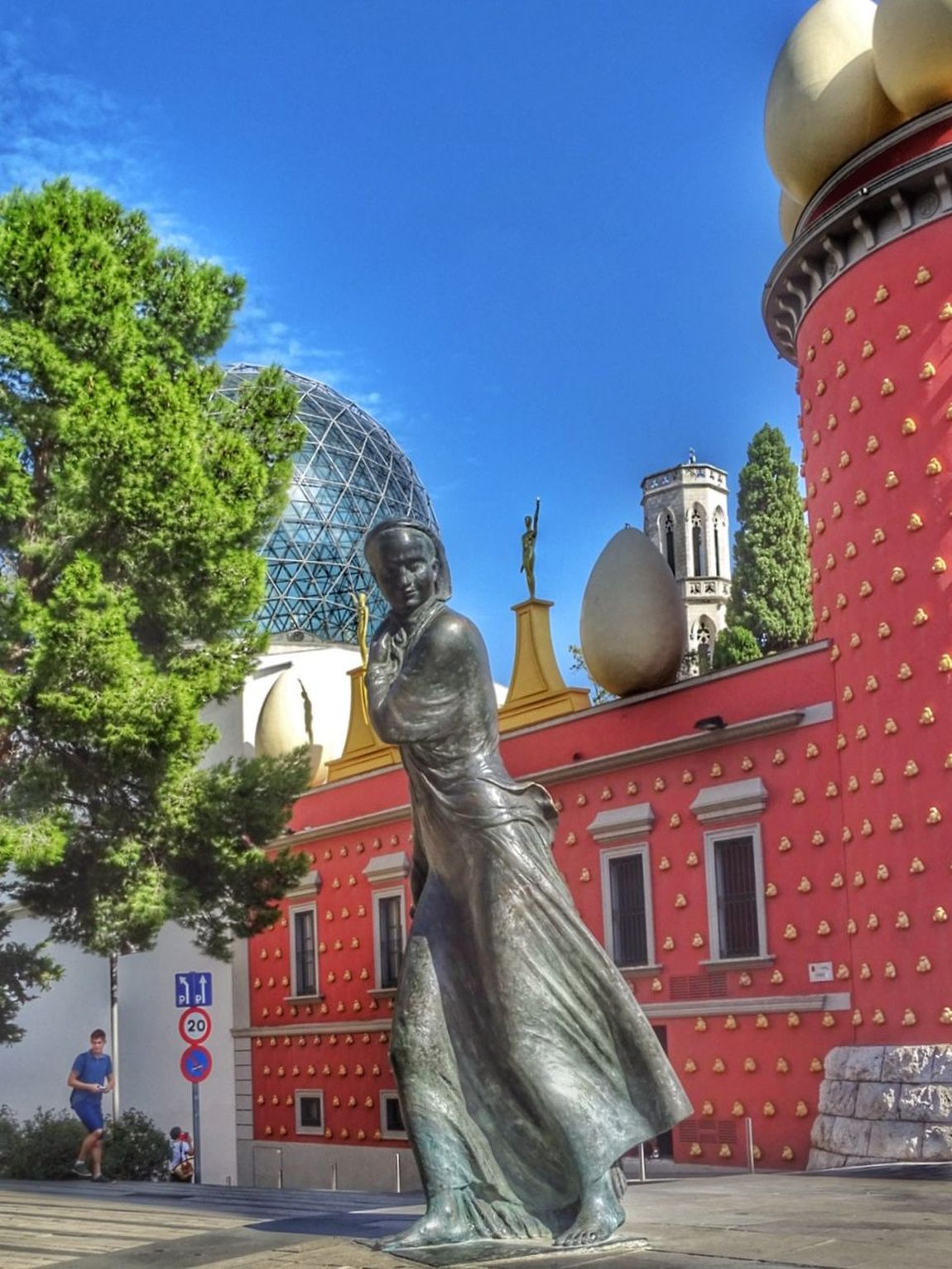 Statue Sculpture Architecture City Tree No People Blue Outdoors Building Exterior Built Structure Water Sky Day España🇪🇸 Your Ticket To Europe Women Old Architecture Dalí Dali Museum Travel Destinations España Multi Colored Street Photo Steetphotograhy Hdrphotography