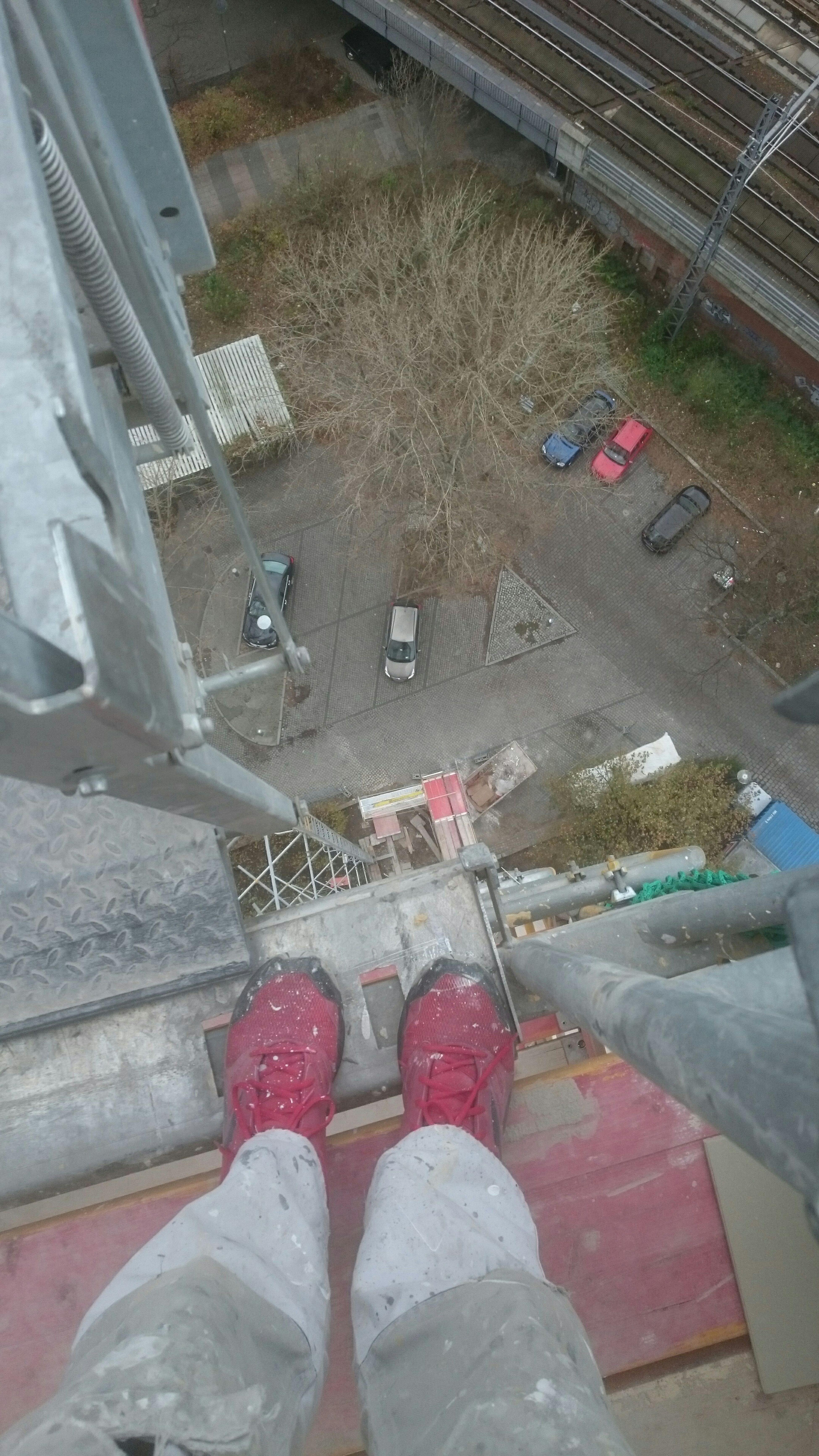 Mal was von der Arbeit in luftiger Höhe. My Red Shoes  At Work My Fucking Berlin That's Me Hanging Out Red Shoes Hello World EyeEm Deutschland Schufie Fear