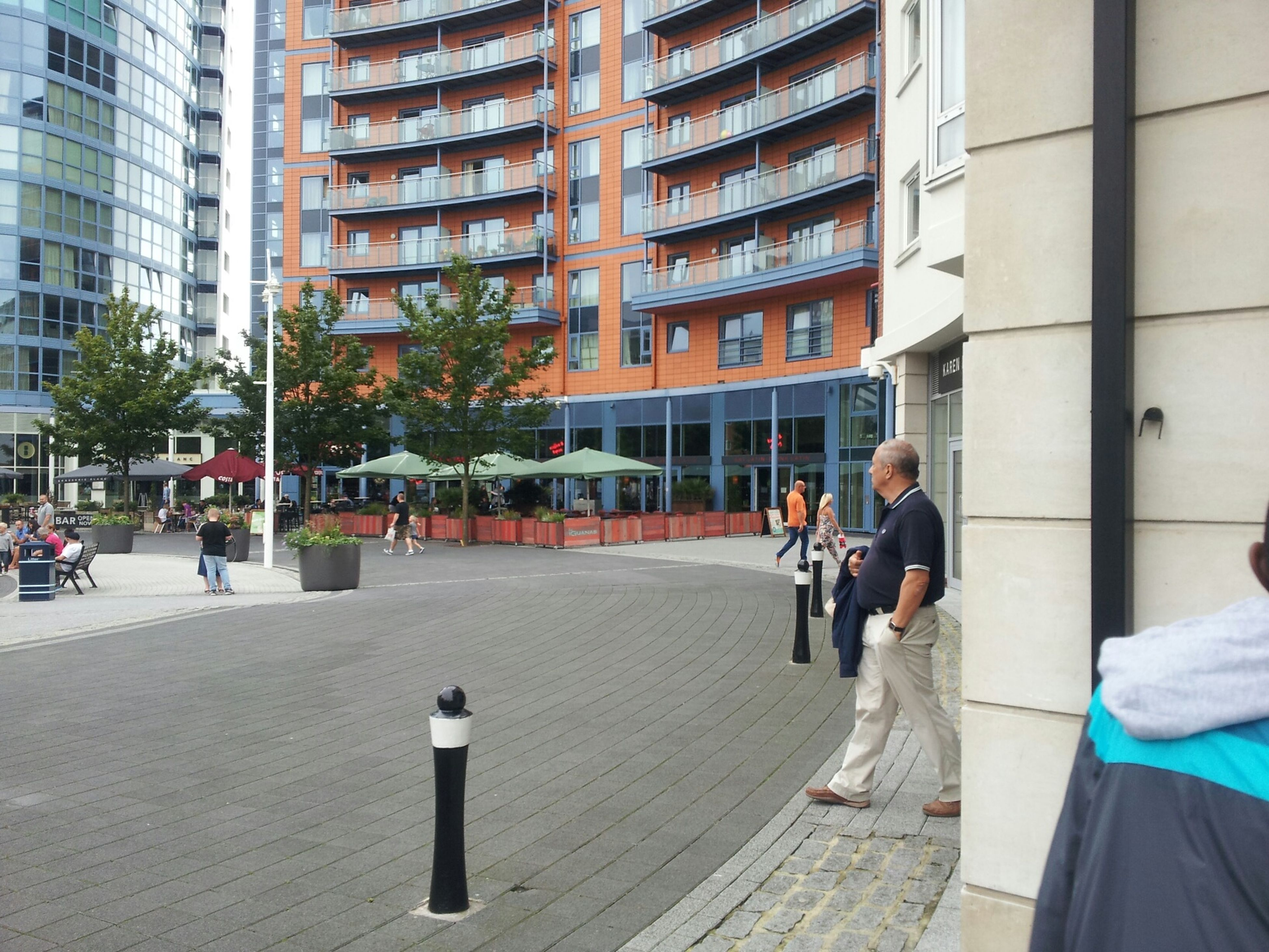 building exterior, architecture, built structure, city, men, walking, lifestyles, street, city life, person, leisure activity, building, large group of people, full length, outdoors, day, city street, road