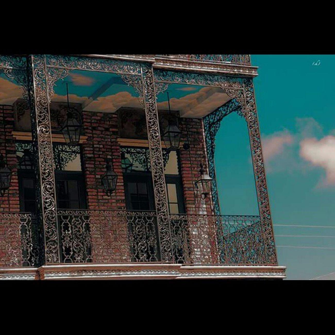 Nuage Nuage Cloud Roof Plafond CoconutGrove Miami Florida Floride Balcon Art Peint Peinture Architecture Melange Melt Sky Blue Bluesky CielBleu Arc Arcade