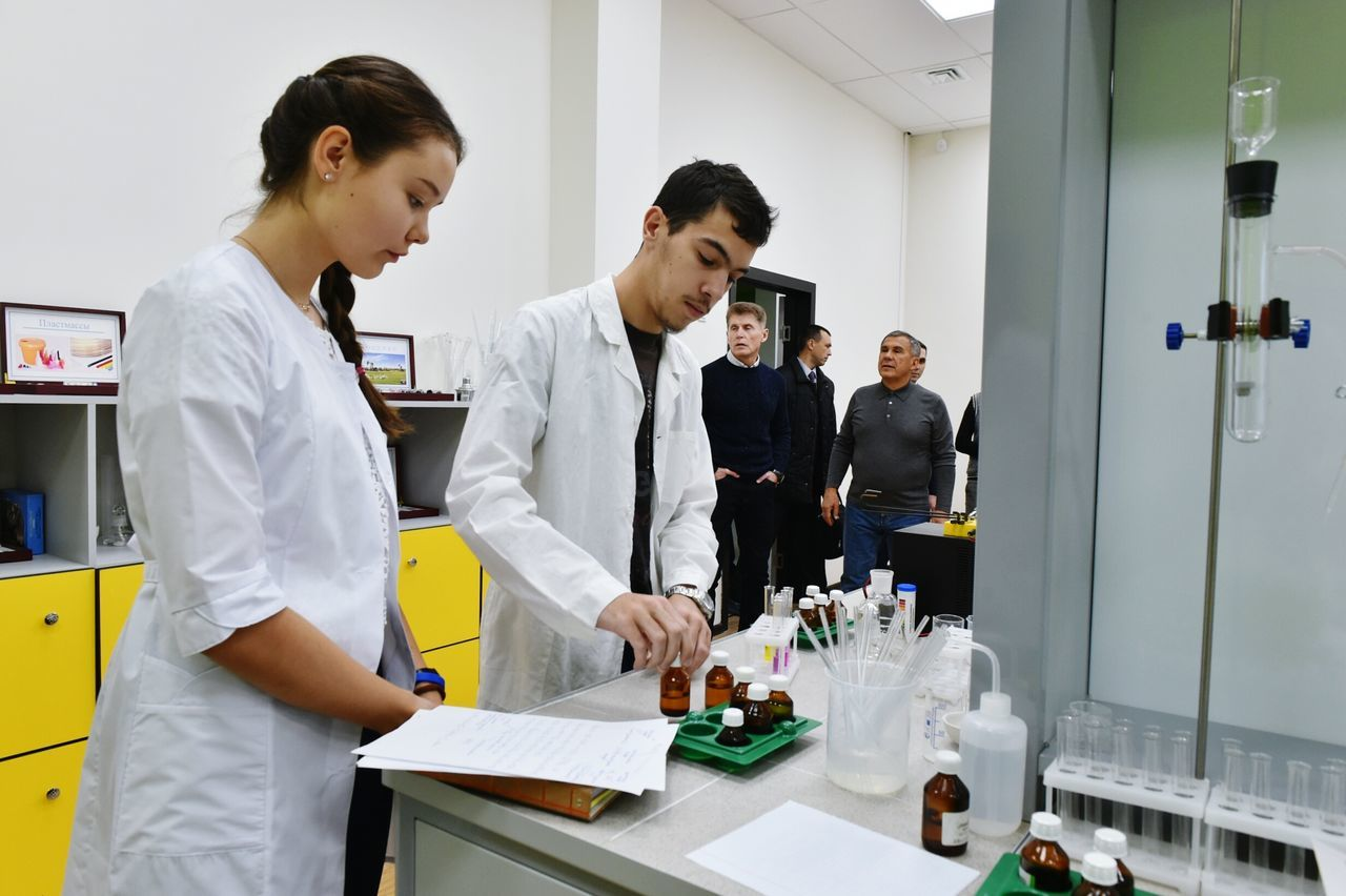 It's me looking on a KMnO4 reaction and presedent of Republic of Tatarstan on a background. People Real People Skill  Lab Chemistry President First Eyeem Photo