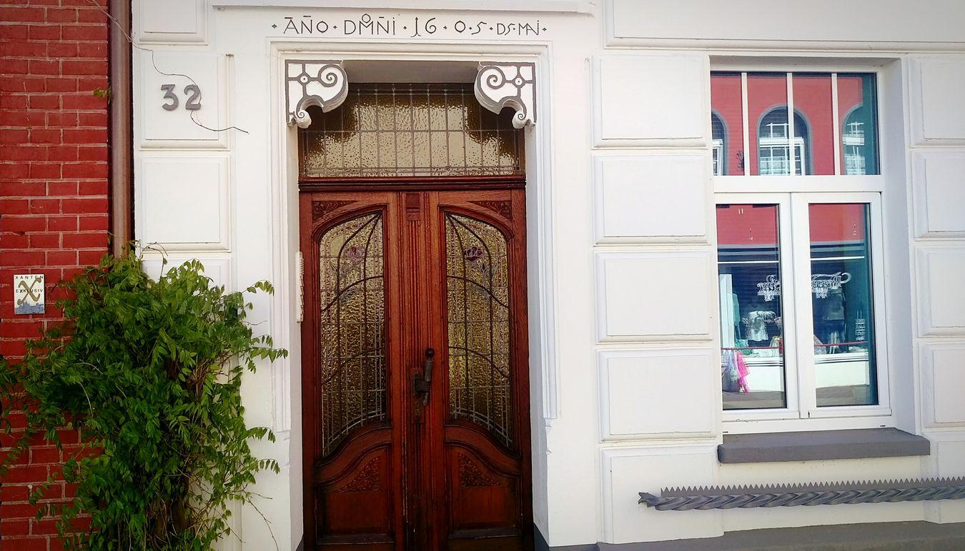 Urban Geometry Reflections Streetphotography Doors Looking Around