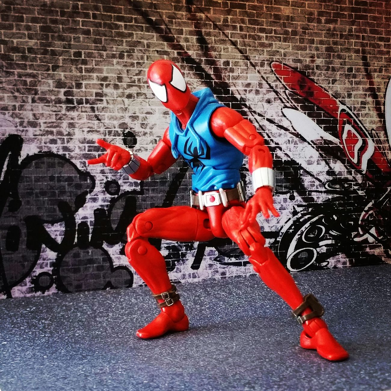 """Scarlet Spider at your service."" Marvellegends Marvellegendscommunity Marvel Scarletspider Benreilly Spiderman Peterparker Spiderverse Marveluniverse Marvelcomics Toyphotography Toycrewbuddies Hasbro ACBA Articulatedcomicbookart Marvelactionfigure Actionfigure"