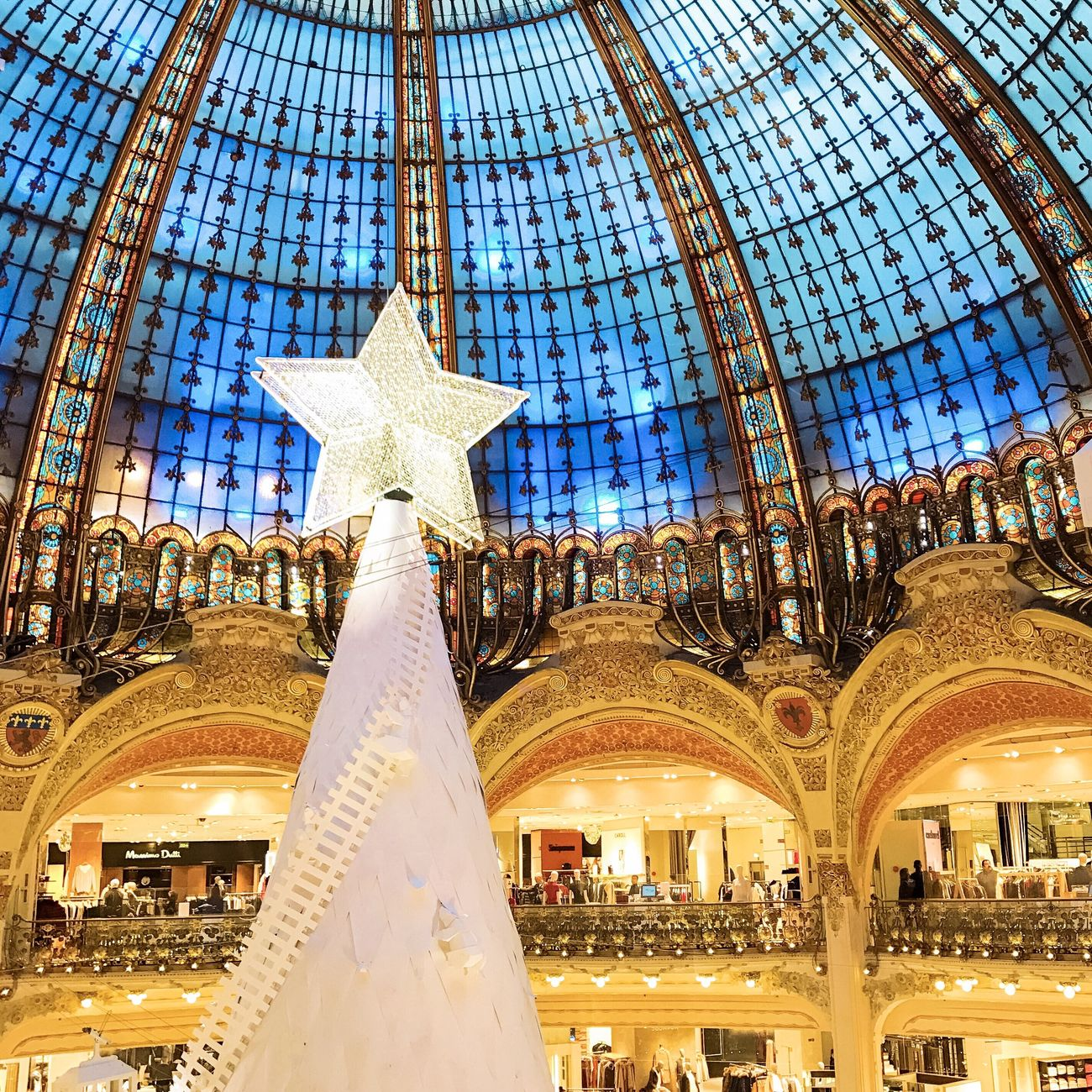 When you wish upon a star... Bonjour Paris Travel Destinations Travel Architecture Christmas Photooftheday EyeEm Best Shots Illuminated Paris Parisweloveyou Christmas Lights Christmas Time