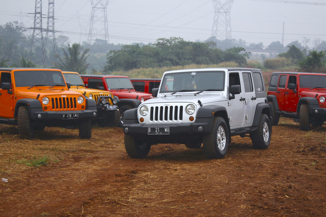 "Community Jeep Rubicon types that are all driven by a woman, the community is a ""community of Jeep Angel"". Komunitas Mobil Jeep jenis Rubicon yang semuanya dikendarai oleh wanita, komunitas tersebut adalah ""Komunitas Jeep Bidadari"" Beautifully Organized Community Croosroad Crosscountry Drive Drivebyphotography Jeep Jeep Life Landscape Orange Color Road Roadtrip Rubicon Snap A Stranger Stronger Tangerang, Indonesia The Drive. Womw Wrangler"