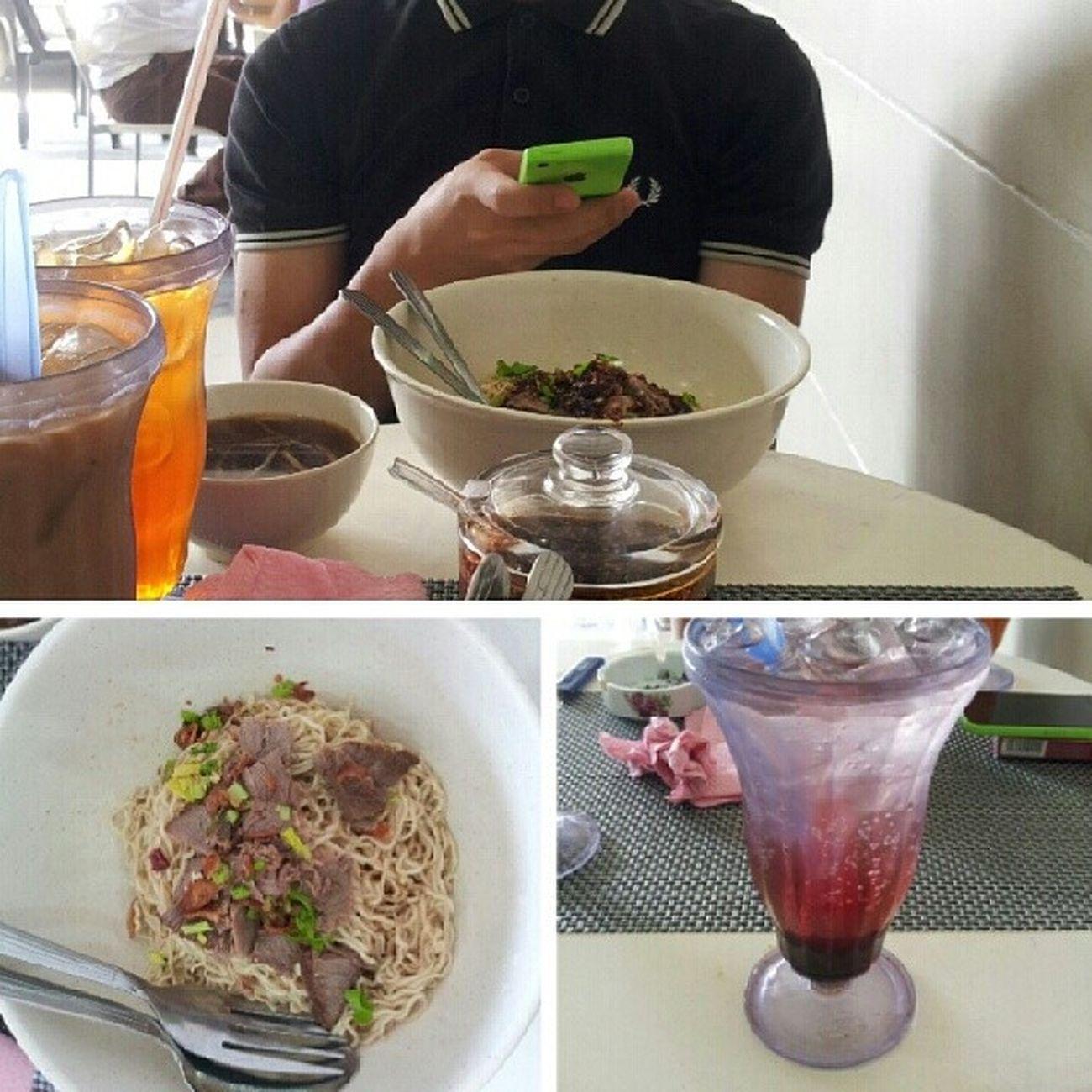 Teman lelaki dapur sarawak mee kolok teh c-peng sprite ribena Perfect5 Meekoloknangnyaman Diapakaifredperryooooiii ahahaha...