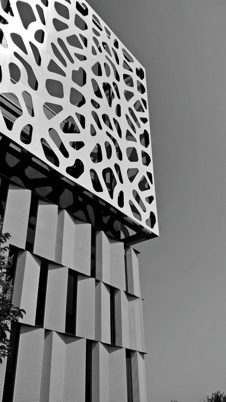 Low Angle View Architecture Built Structure Sky Day Outdoors No People Building Exterior Clear Sky EyeEm Selects Sheet Metal Clear Sky Spain🇪🇸 Texture And Surfaces Asturias The Week On EyeEm Vacations Lasuma Oviedo Architecture Sunlight Black & White