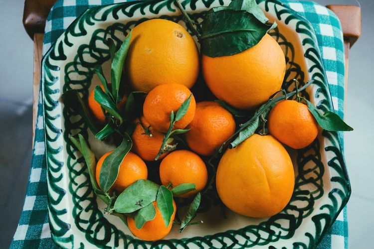 Kitchen Still Life No People Indoors  Day Leaf Close-up Citrus Fruit Food Food And Drink Freshness Healthy Eating Fruit Orange Plate High Angle View Green Color Mediterranean Diet Mediterranean  Mandarine Clementine