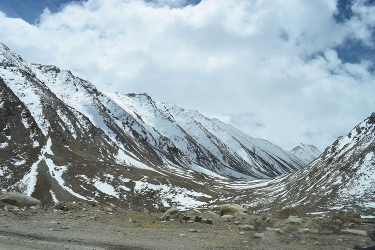 Mountain Snow Winter Mountain Range Cold Temperature Scenics Cloud - Sky Nature Snowcapped Mountain Beauty In Nature Weather Day Outdoors Tranquility Landscape Tranquil Scene Vacations No People Sky Physical Geography Mountain Peak EyeEmNewHere Lost In The Landscape Travel Destinations Vacations