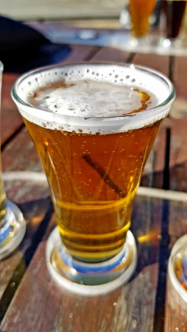 drink, beer glass, table, frothy drink, beer - alcohol, refreshment, food and drink, drinking glass, alcohol, beer, froth, freshness, close-up, no people, indoors, pint glass, day