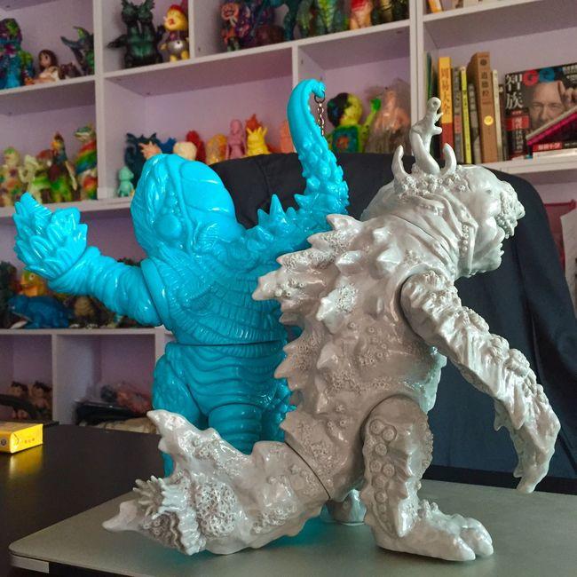 这俩让我给换物了 Kaiju Sofubi Toys Shark