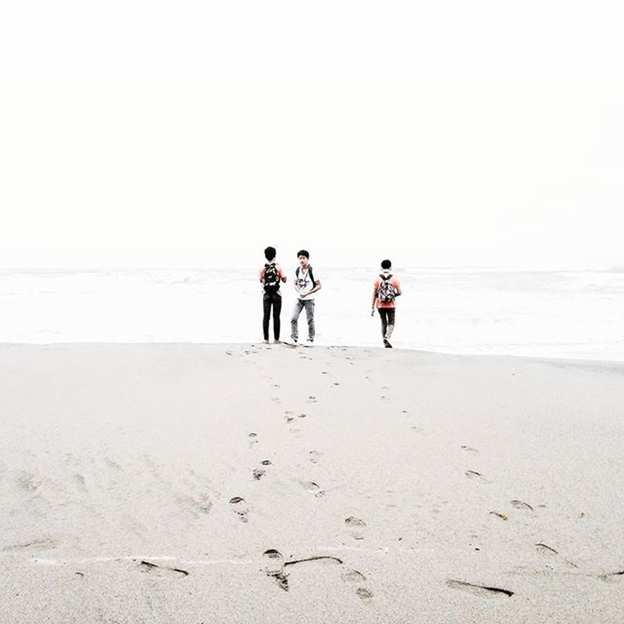 beach, sand, full length, walking, footprint, outdoors, day, togetherness, vacations, people, adult, friendship, adults only, sky, nature, young adult