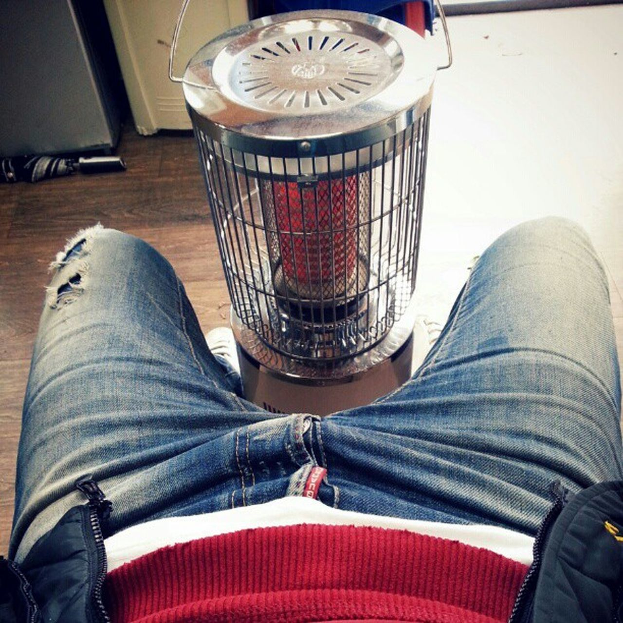 Here is almost winter :( DSQUARED2 Biker Jeans White red hoddie sit heater cold winter korea fashion