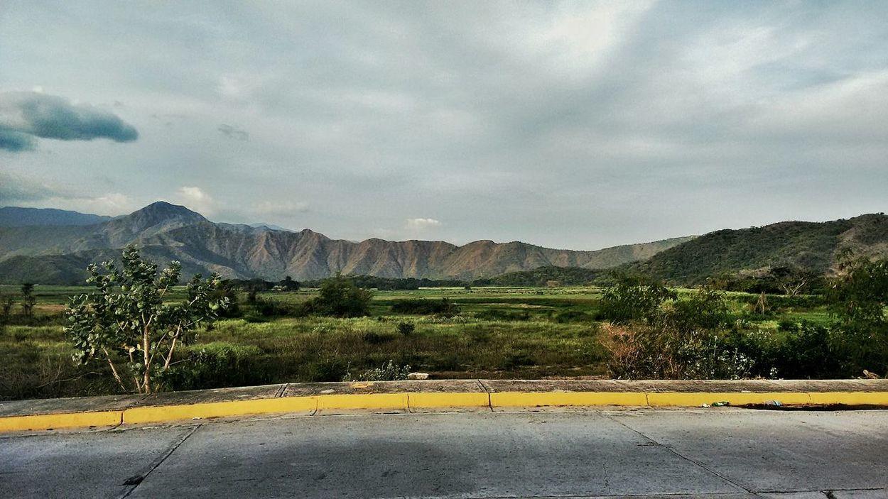 LaCiudadDeLasMontañas Maracay Venezuela la ciudad rodeada de bellas montañas Colors Colour Of Life
