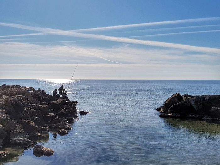 Sky Scenics Sea Outdoors Tranquility Pescadores Disfrutando Del Dia De Pesca Mediterranean  Blue Sky EyeEm Nature Lover Water