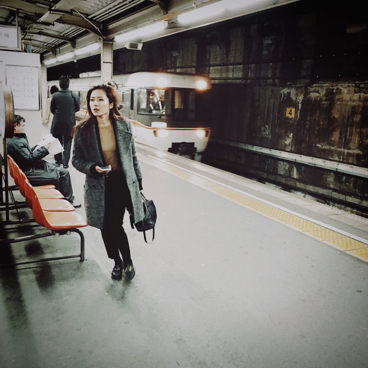 transportation, full length, railroad station platform, standing, casual clothing, railroad station, real people, rail transportation, public transportation, lifestyles, young adult, young women, day, indoors, one person, people