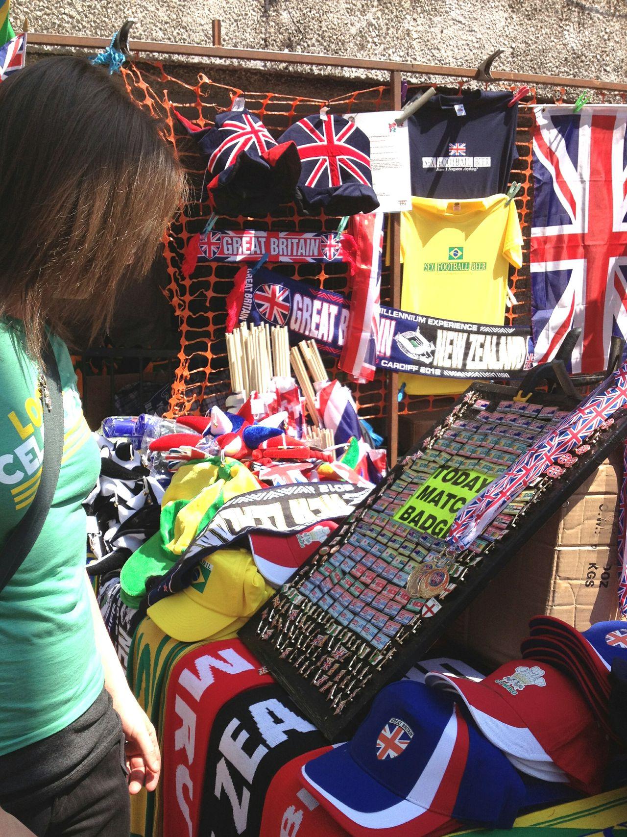 Shopping Street Market Sports Memorabilia Olympics Scarf Pins Hats Union Jack Union Flag