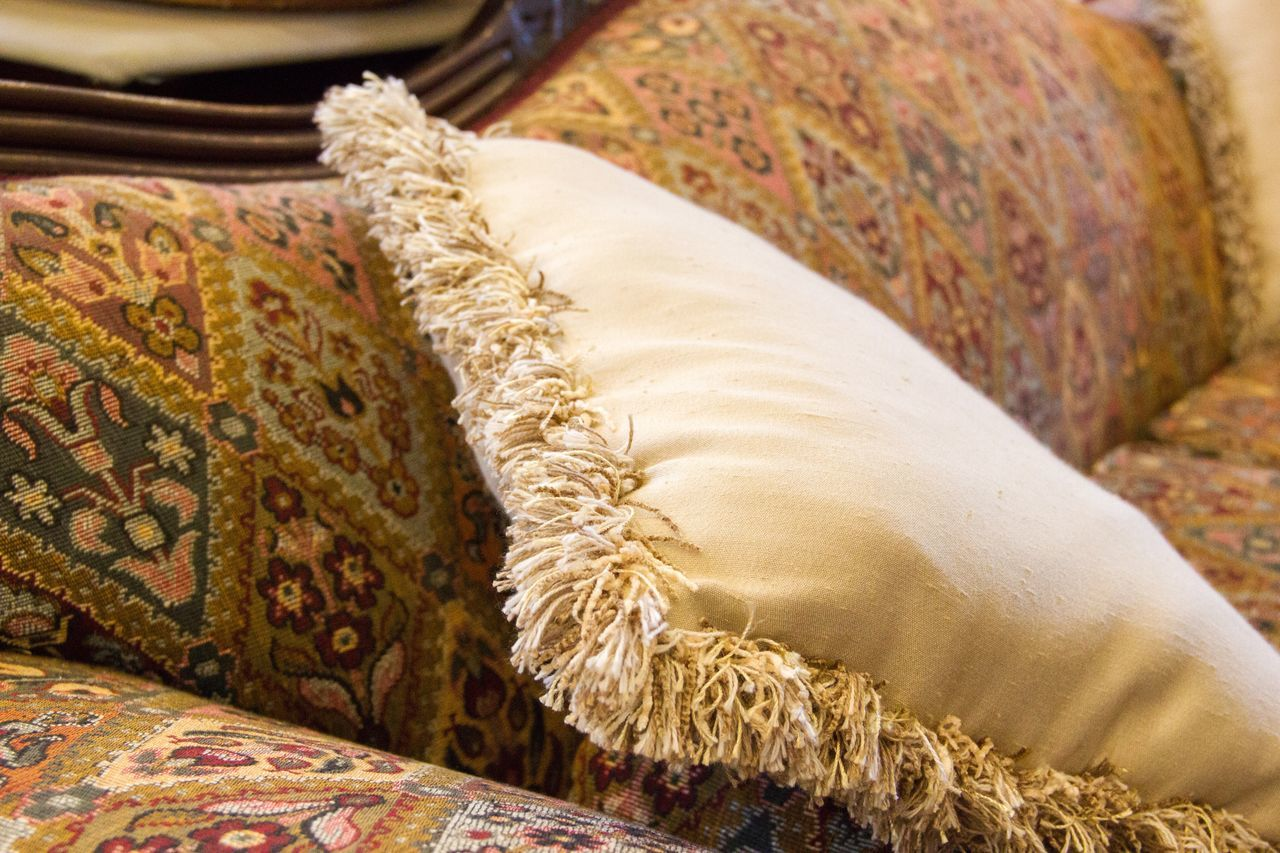 Indoors  No People Close-up Pillow Day Couch Lazy Cozy Place Cozy At Home Cozy Moments Pillows Cushion Old Fashion Old Fashion Style